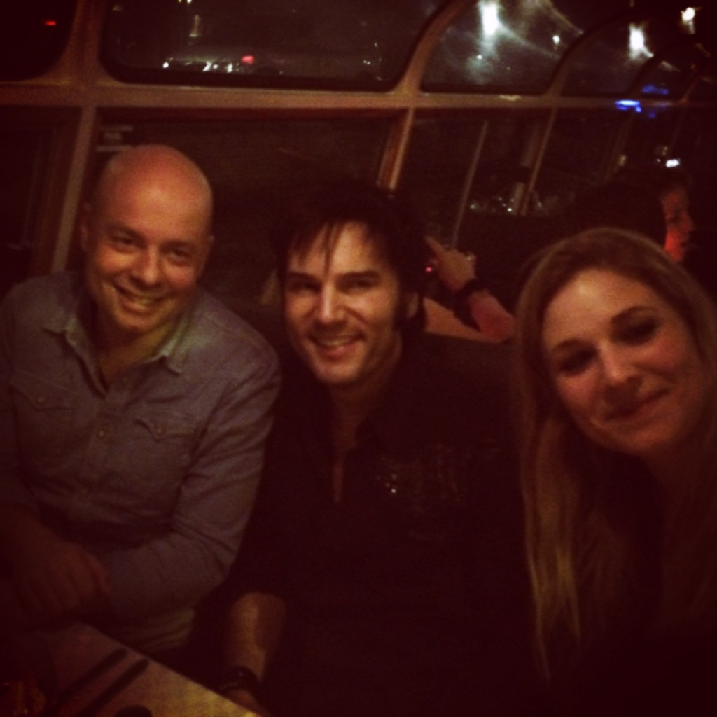 Rogier van Luyken (impresario), Chris Connor (Elvis impersonator) en Yvonne Hagemans (producente)